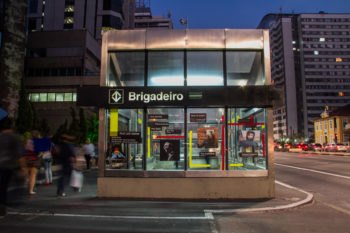 programação visual no metro brigadeiro FILE SP 2014